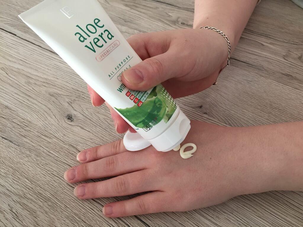 LR Aloe Vera Creme Mit Propolis – Hand Eincremen